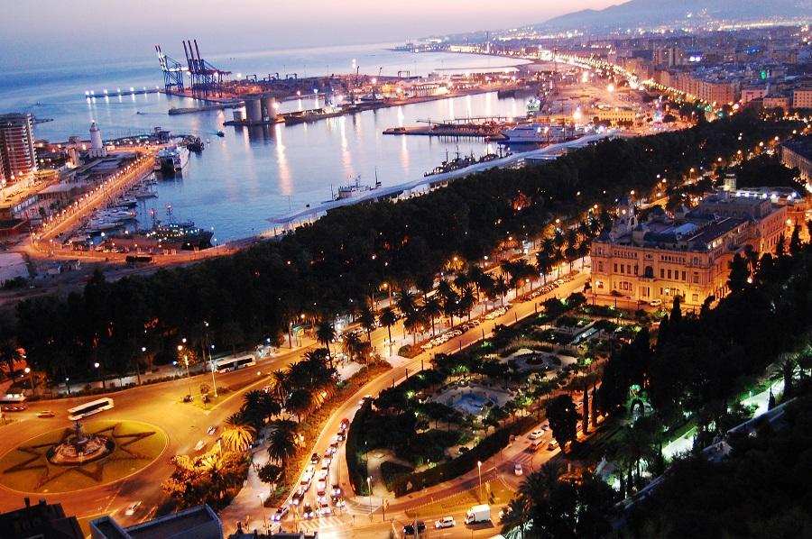 Bahía de Málaga en la noche